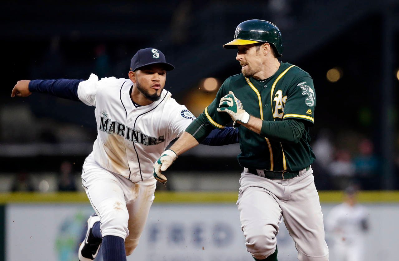 Servais explains why Mariners made change at shortstop