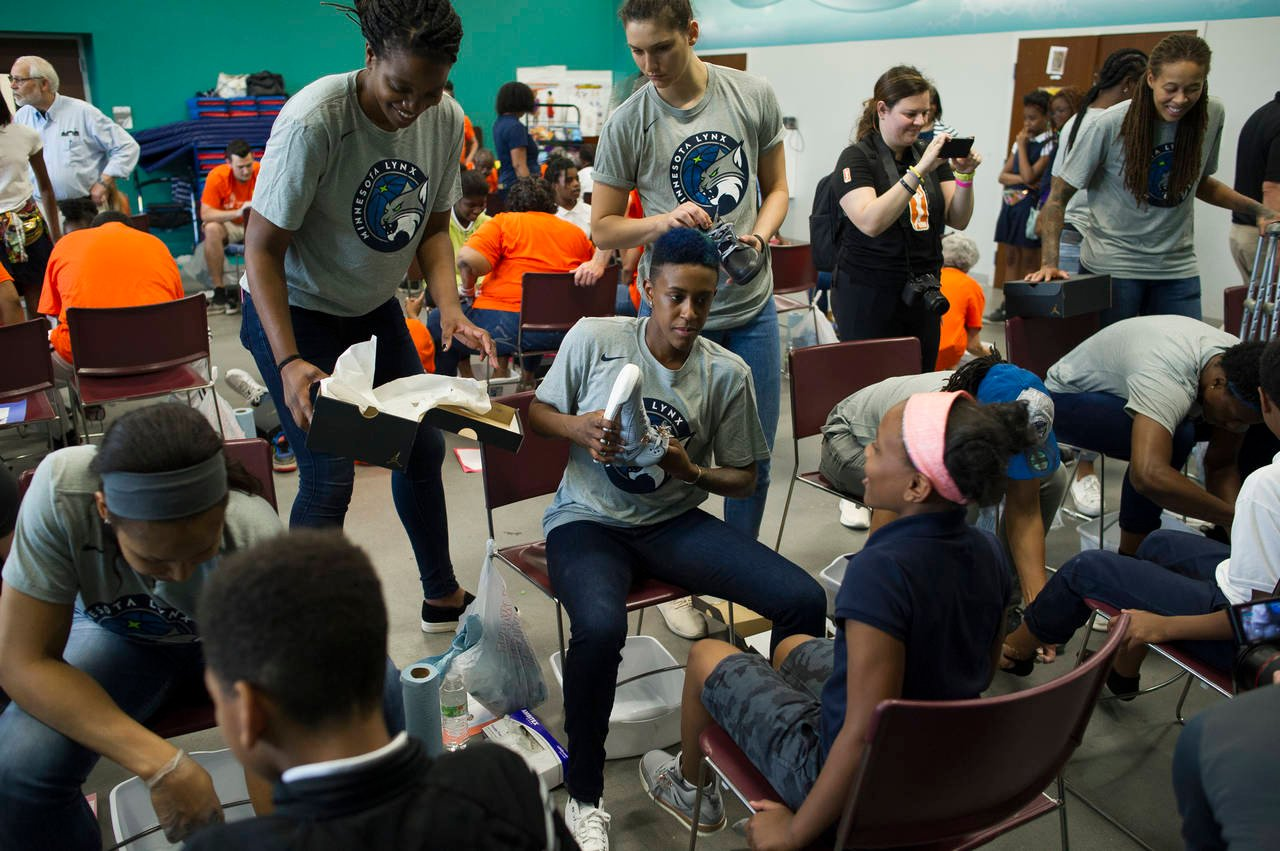 Lynx use trip to Washington for day of service