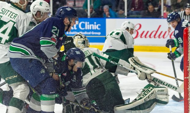 The Thunderbirds will look to continue getting traffic in front of Everett goalie Carter Hart (Bria...